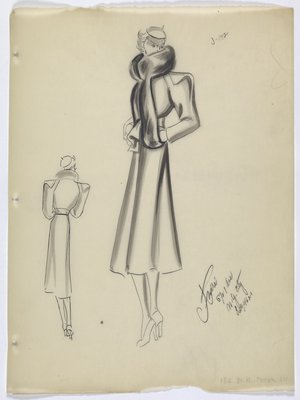 Coat with Wide Shoulders and Fur Collar