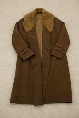 Brown overcoat with fur collar, front view, 1920