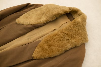 Brown overcoat with fur collar, collar detail, 1920