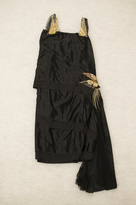 Black silk evening gown, front view, 1921