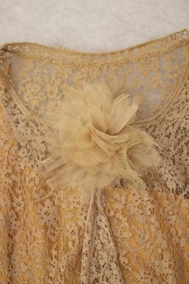 Peach lace dress and matching vest with flower details, neckline detail 1925