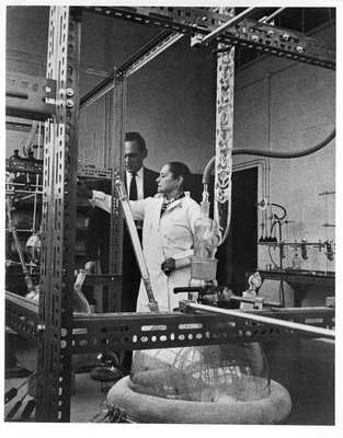 Helena Rubinstein in laboratory