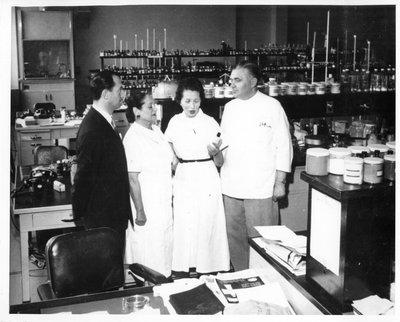 Helena Rubinstein and Oscar Kolin in laboratory