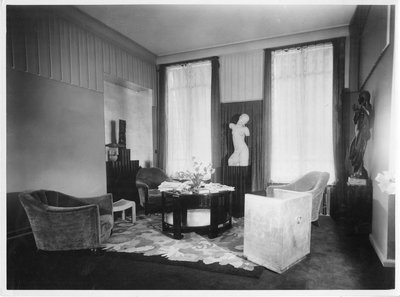 Helena Rubinstein's Paris apartment with Elie Nadelman sculpture