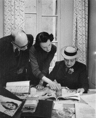 Helena Rubinstein looking at magazine