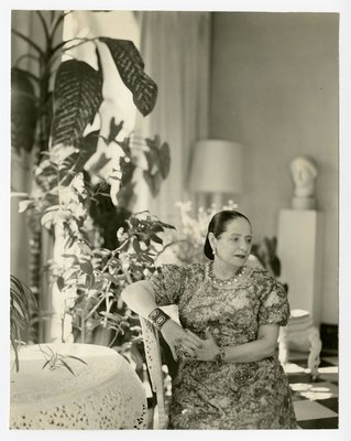 Potrait of Helena Rubinstein with Nadelman sculpture