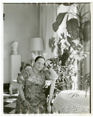 Helena Rubinstein with Elie Nadelman sculpture