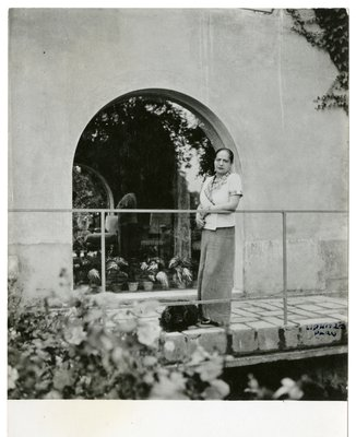 Helena Rubinstein and dog at the Moulin de Brueil