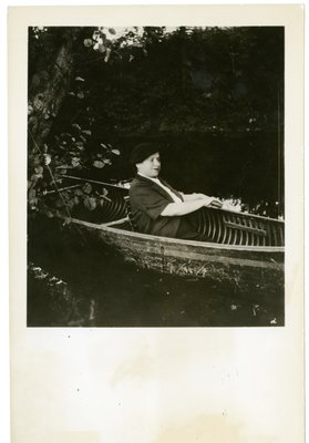 Helena Rubinstein in a canoe at the Moulin de Breuil