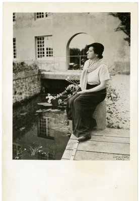 Helena Rubinstein on a bridge at the Moulin de Breuil
