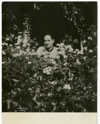 Helena Rubinstein in the garden at Moulin de Breuil