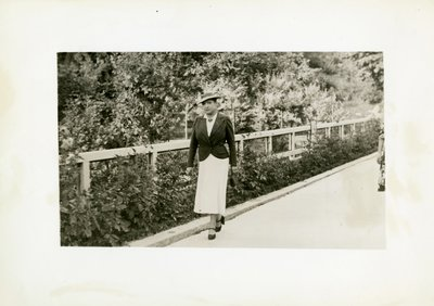 Helena Rubinstein walking near Brides les Bains