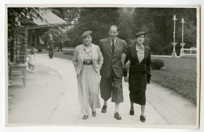 Helena Rubinstein and companions walking near postcard shop
