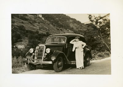 Helena Rubinstein by car on country road