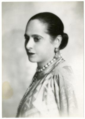 Helena Rubinstein in light ensemble with geometric design