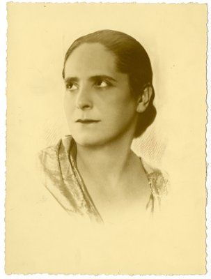 Hand-retouched oval border portrait of Helena Rubinstein