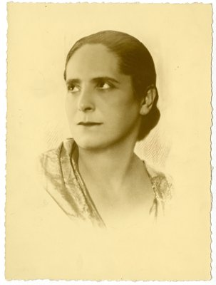 Hand-retouched oval border portrait of Helena Rubinstein