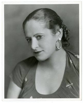 Helena Rubinstein in short-sleeve garment