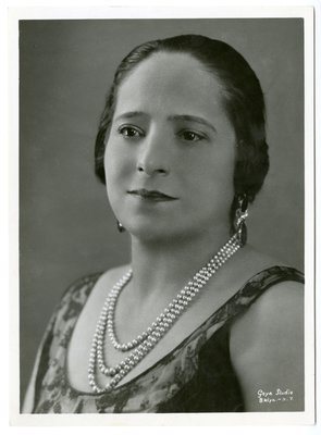 Helena Rubinstein in sleeveless scoop neck lace and pearls