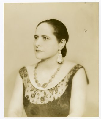 Helena Rubinstein in lace with elaborate drop earrings