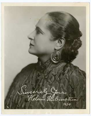 Helena Rubinstein in puckered fabric with mandarin collar