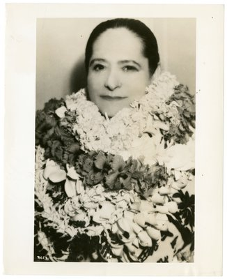 Helena Rubinstein wrapped in leis during her honeymoon