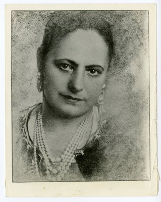 Image of Helena Rubinstein with charcoal appearance