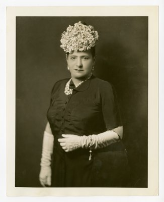 Helena Rubinsteinwith flowers on head