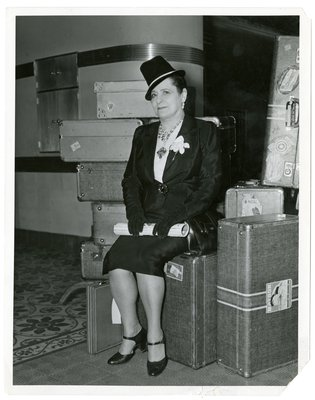Helena Rubinstein with luggage