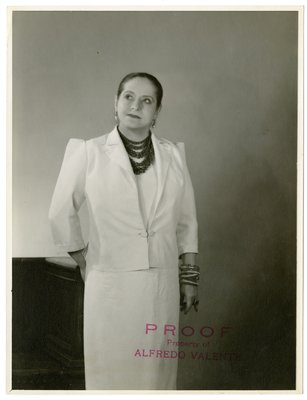 Helena Rubinstein in Balenciaga suit