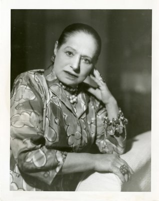 Helena Rubinstein in ensemble with scallop print