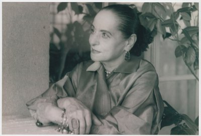 Helena Rubinstein on garden ledge