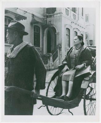 Helena Rubinstein in rickshaw in Hong Kong