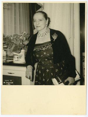 Helena Rubinstein in bolero with brooch of five wheat shafts