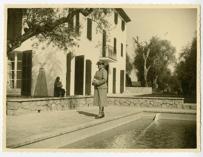 Helena Rubinstein at Moulin de Breuil by the pool