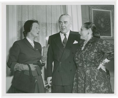 Helena Rubinstein with Artchil Gourielli and member of the press