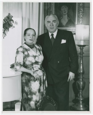 Helena Rubinstein and Artchil Gourielli with painting by Modigliani