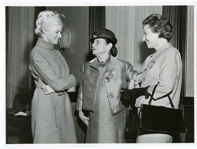 Helena Rubinstein with the Swedish press