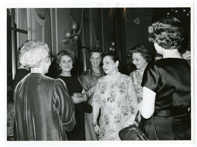 Helena Rubinstein and cosmeticians at a dinner in Copenhagen