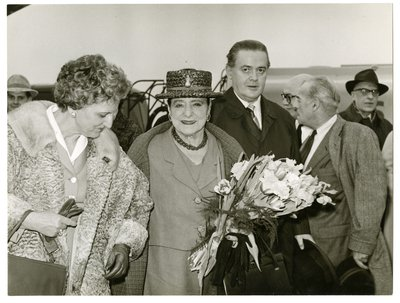 Helena Rubinstein being greeted in Dusseldorf