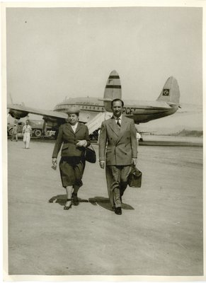 Helena Rubinstein and Oscar Kolin on tarmac