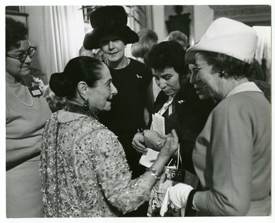 Helena Rubinstein with members of the press