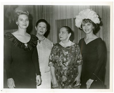 Helena Rubinstein with sales representatives