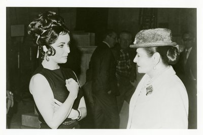 Elizabeth Taylor and Helena Rubinstein on the set of Cleopatra