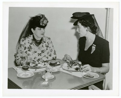 Helena Rubinstein and companion eating in a cafe