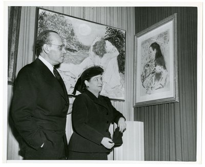 Helena Rubinstein with paintings by Marcel Vertes