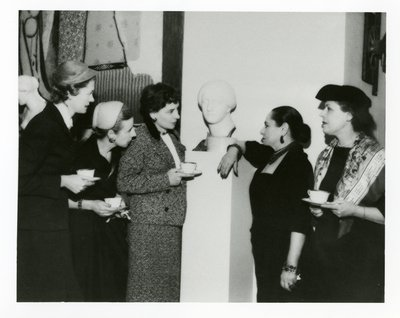 Helena Rubinstein and guests with Picasso painting