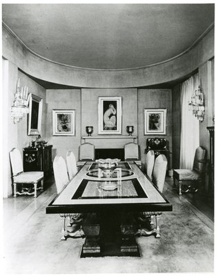 Helena Rubinstein's New York dining room, with painting by Modigliani