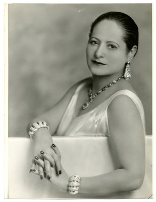 Helena Rubinstein leaning over partition